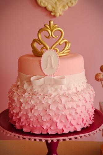 fotos jardim quadrado:Este delicadíssimo bolo que lembra até um vestido de princesa é uma