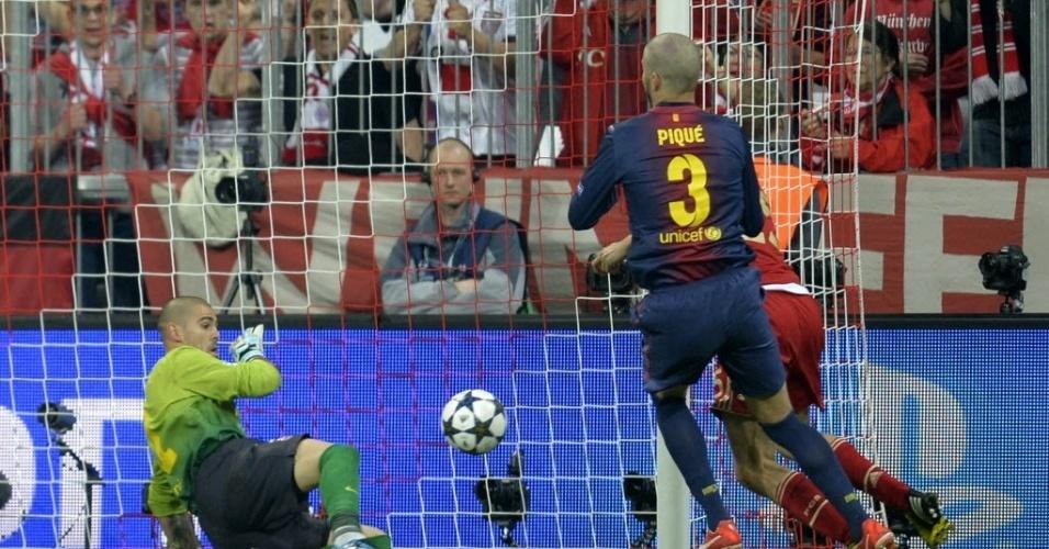23.abr.2013 - De cabeça, Thomas Müller abre o placar para o Bayern de Munique contra o Barcelona pela Liga dos Campeões
