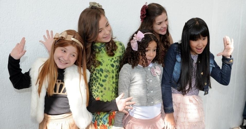 """23.abr.2013 - Giulia Garcia, Rayssa Chaddad, Lívia Inhudes, Gabriella Saraivah e Cinthia Cruz serão Ana, Bia, Tati, Vivi e Cris na nova versão de """"Chiquititas"""""""
