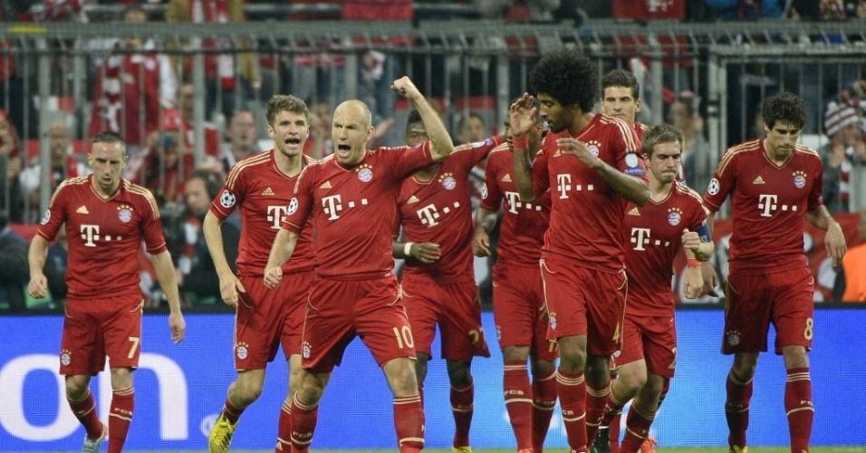 23.abr.2013 - Jogadores do Bayern de Munique comemoram gol contra o Barcelona pela Liga dos Campeões