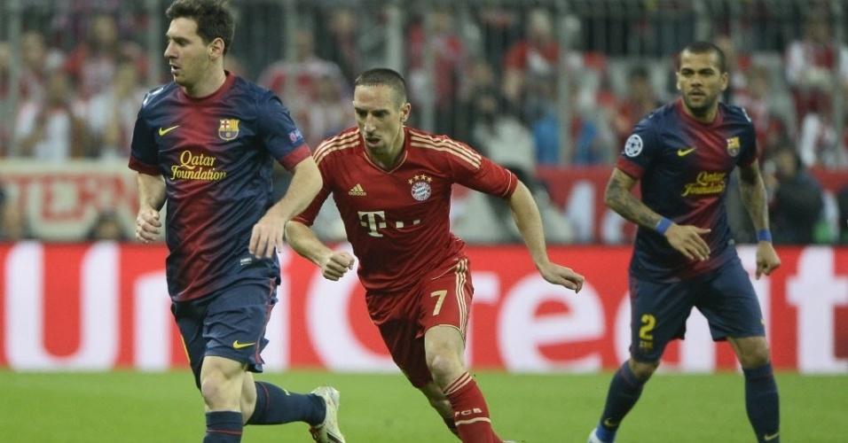 23.abr.2013 - Messi, Ribéry e Daniel Alves são vistos em ação durante a semifinal da Liga entre Bayern e Barcelona