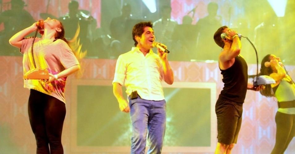 23.abr.2013 - No palco de
