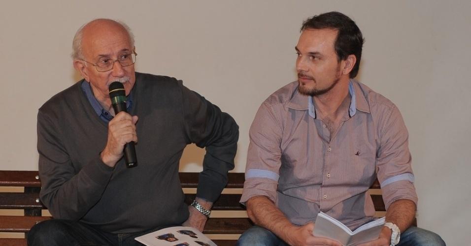 """23.abr.2013 - O diretor geral de """"Chiquititas"""", Reynaldo Boury e o diretor dos clipes musicais, Ricardo Mantoanelli, apresentam o elenco da nova versão da novela"""