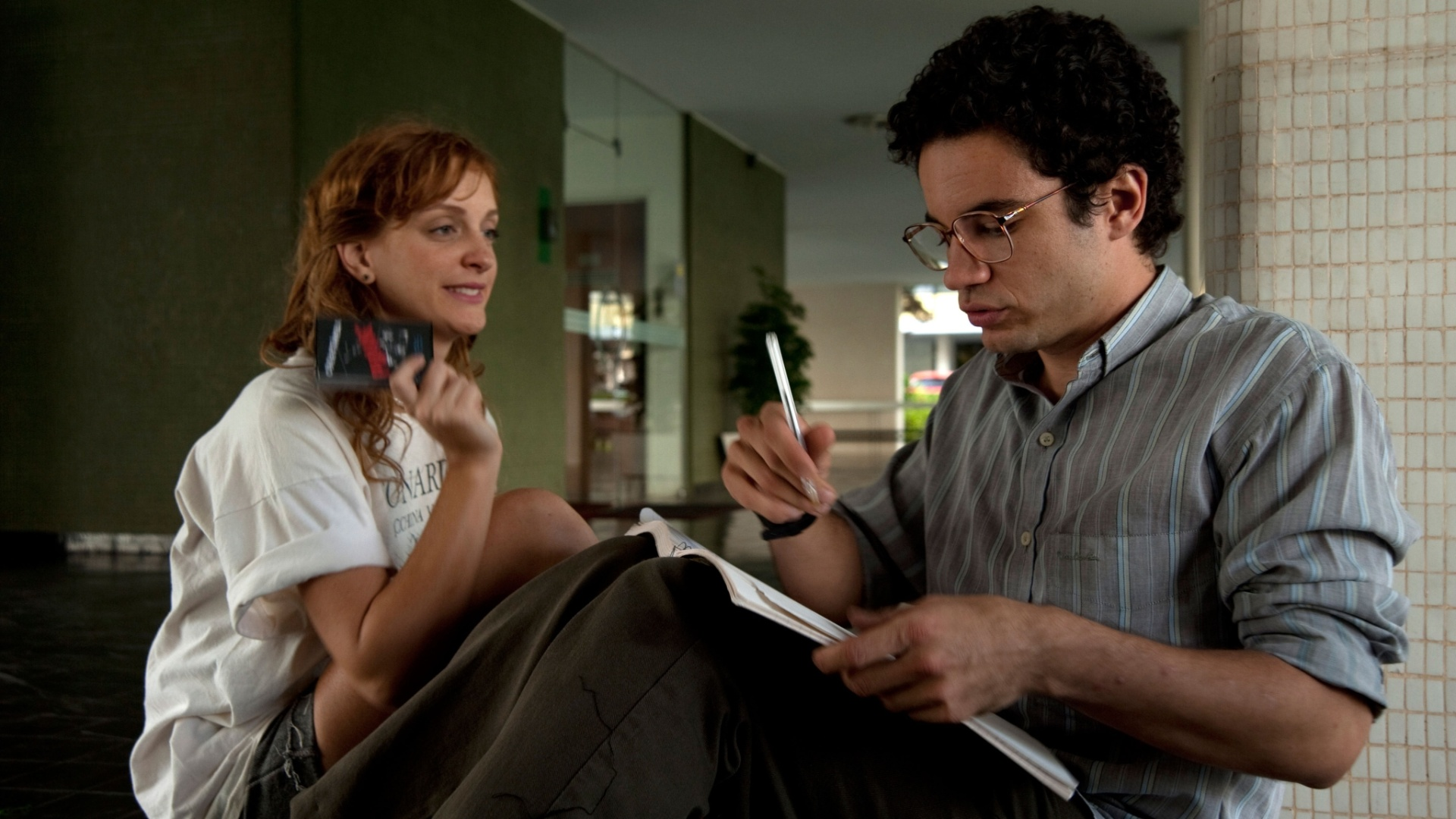 23.abr.2013 - Os atores Laila Zaid e Thiago Mendonça em cena de