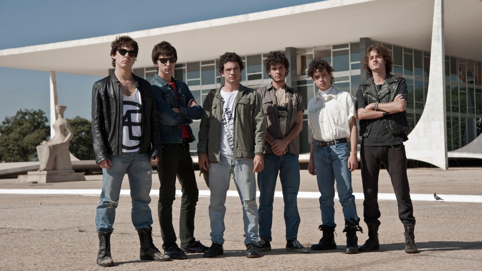 23.abr.2013 - Parte do elenco em cena de