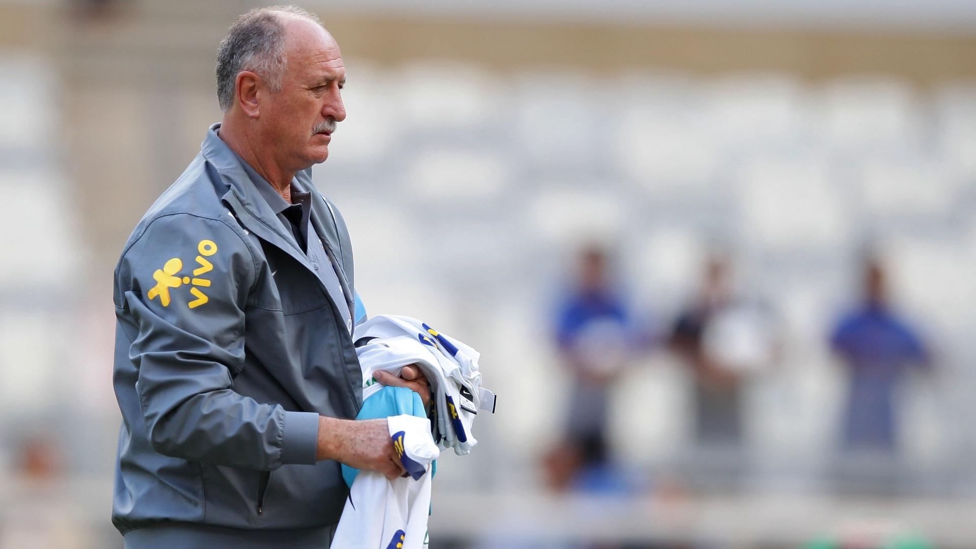 23.abr.2013 - Técnico Luiz Felipe Scolari comanda treino da seleção brasileira no Mineirão