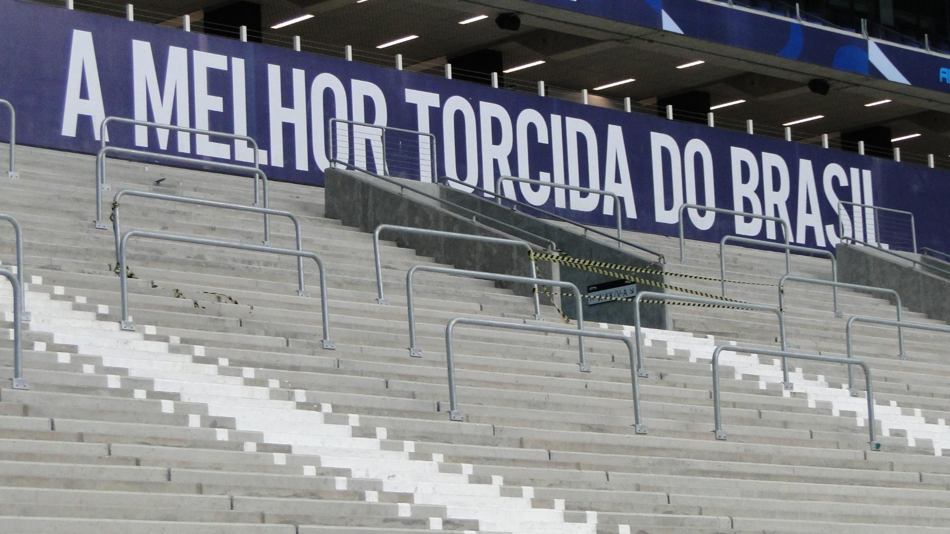 Barras anti-esmagamento da Arena do Grêmio que deverão ser instaladas em toda a área da torcida da Geral (arquivo)