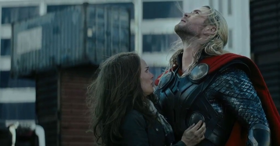 Chris Hemsworth e Natalie Portman em cena de 