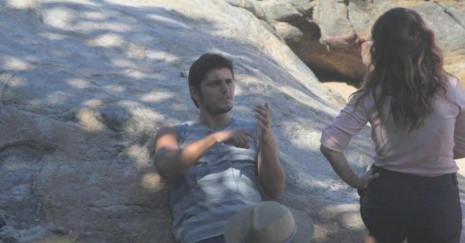 """24.abr.2013 - Daniela Escobar e Bruno Gissoni gravaram cenas de """"Flor do Caribe"""" na praia de Grumari, zona oeste do Rio. Na trama os atores vivem Natália e Juliano, respectivamente"""