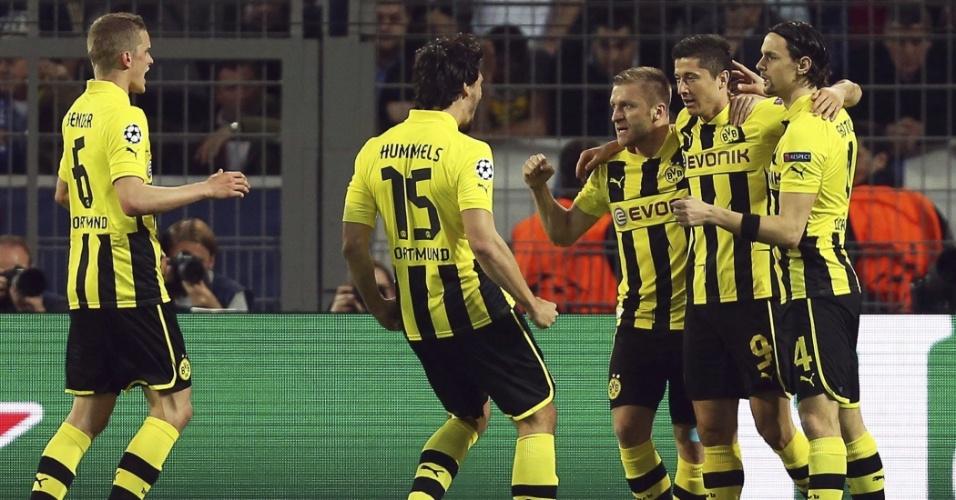 24.abr.2013 - Jogadores do Borussia Dortmund celebram gol de Lewandowski contra o Real Madrid