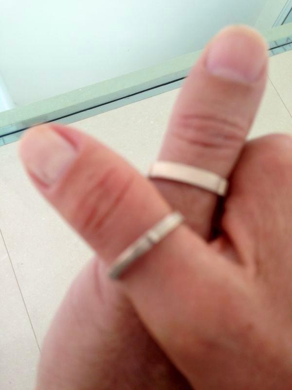 24.abr.2013 - Xuxa divulgou imagens das alianças de noivado com Junno Andrade