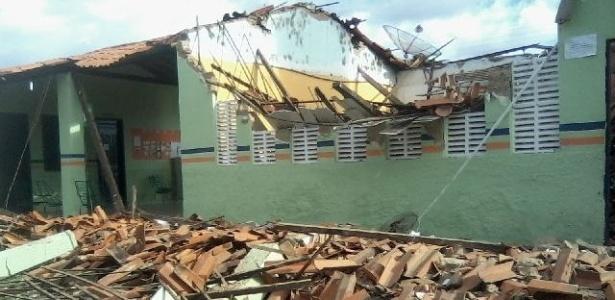 Teto de escola desaba em sala de aula em Campo Largo do Piauí