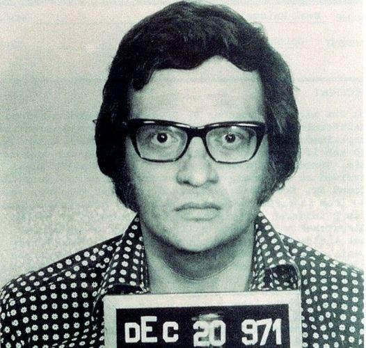1971 - O apresentador Larry King foi preso acusado de roubos menores e de passar cheques sem fundo, em Miami
