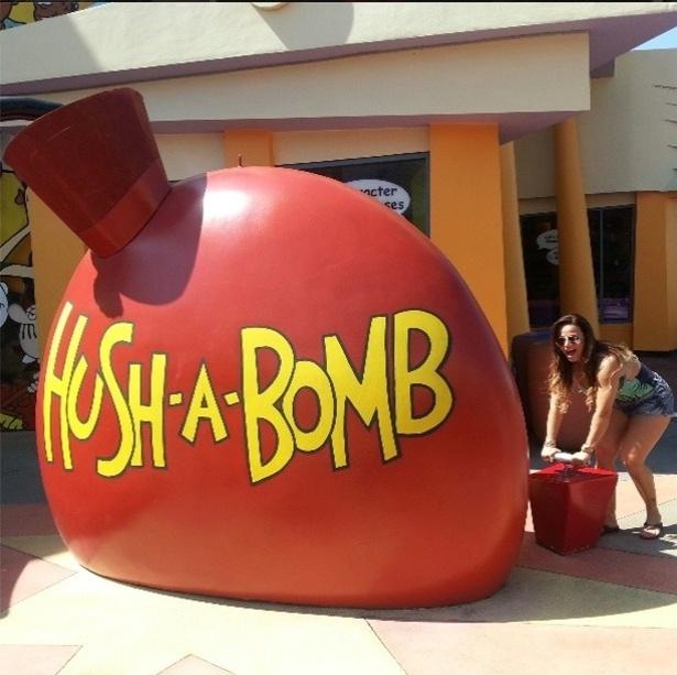 24.abr.2013 - Momento boom de Vivi Araújo na Disney, nos EUA