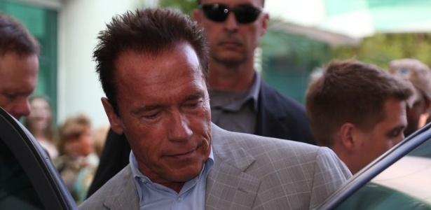 25.abr.2013 - Arnold Schwarzenegger deixa shopping na zona sul do Rio de Janeiro. O ator está na cidade para participar de um evento de fisiculturismo