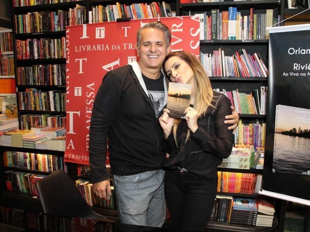 25.abr.2013 - Cleo Pires prestigiou o lanamento do DVD 
