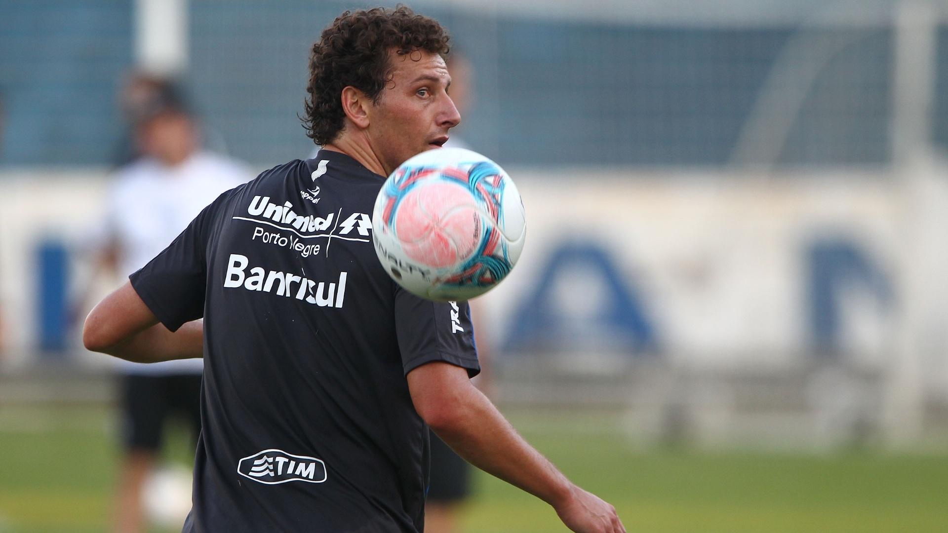 25.Abr.2013 - Elano participa de treinamento do Grêmio em Porto Alegre