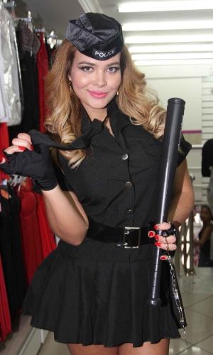 25.abr.2013 - Geisy Arruda promoveu uma loja de lingerie localizada na 25 53453f014fc