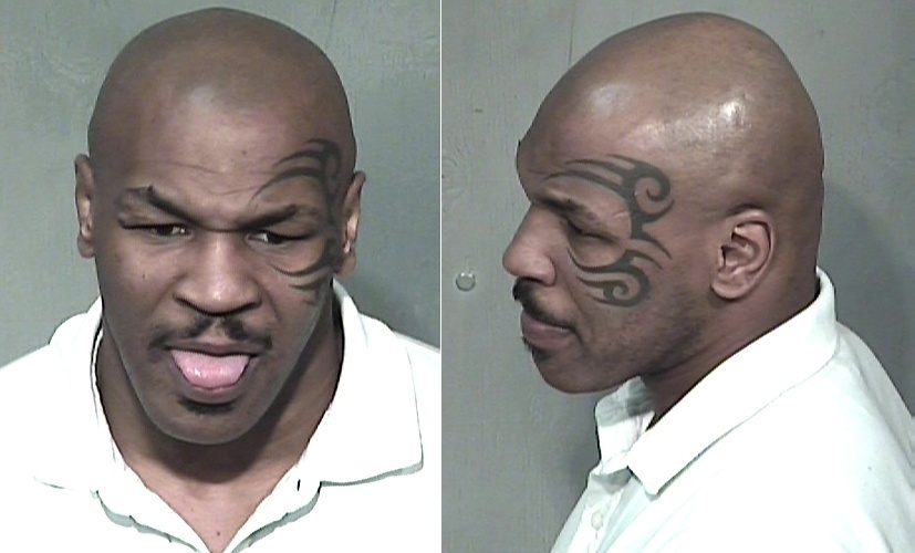 29.dez.2006 - Mike Tyson foi detido do lado de fora de um clube noturno, acusado de dirigir bêbado e portando drogas, após quase bater no carro da polícia, em Scottsdale, no Arizona