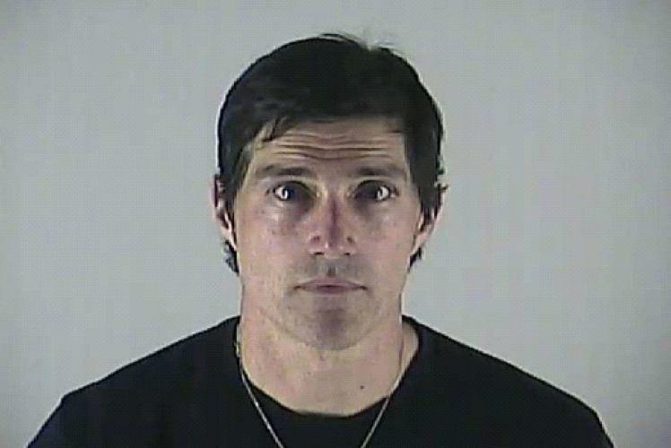 4.mai.2012 - Foto do ator Matthew Fox após ser parado pela polícia de Bend, no Oregon, por dirigir embriagado. O ator de