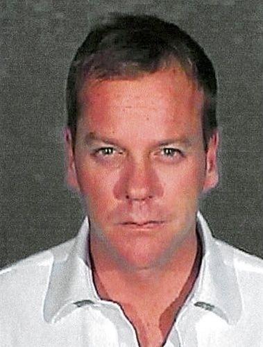 5.dez.2007 - Foto do ator Kiefer Sutherland quando se apresentou à polícia para cumprir pena de 48 dias na prisão, após declarar-se culpado por dirigir bêbado e resistir à prisão, em Glendale City, Califórnia