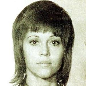 Nov/1970 - A atriz Jane Fonda foi presa após chutar um policial, que prendeu-a por portar uma grande quantidade de pílulas. As acusações foram retiradas após descobrirem que as pílulas era vitaminas