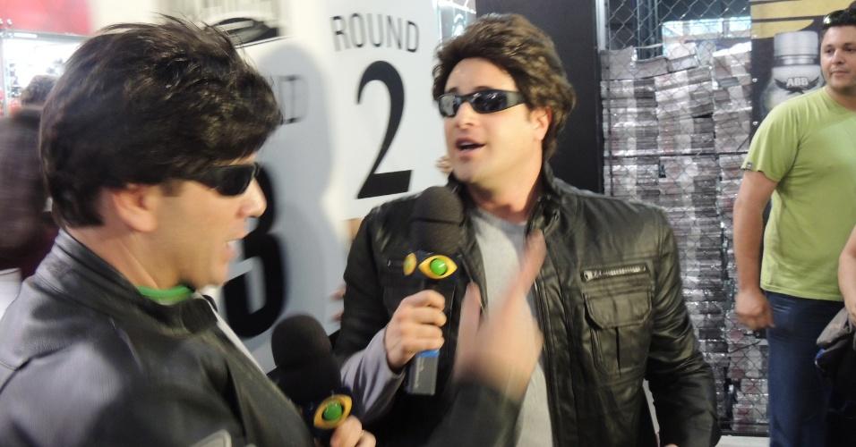 23.abr.2013- Repórteres do 'Pânico' em evento do Arnold Schwarzenegger no Rio de Janeiro