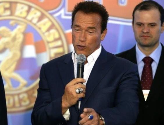 25.abr.2013 - Arnold Schwarzenegger discursa em feira de fisiculturismo