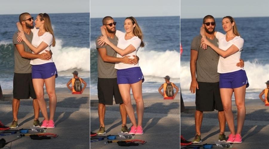 26.abr.2013 - Luana Piovani contou com a participação do marido, o surfista Pedro Scooby, na gravação do programa