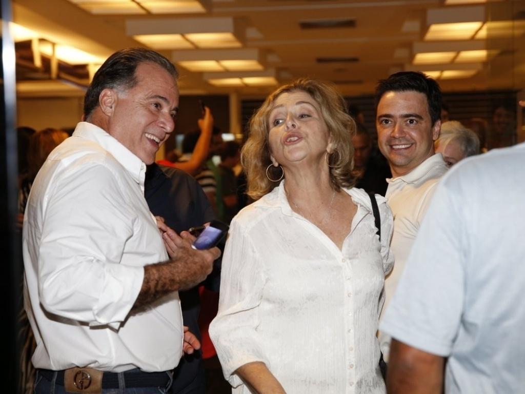 26.abr.2013 - Tony Ramos e Irene Ravache assistem ao último capítulo de