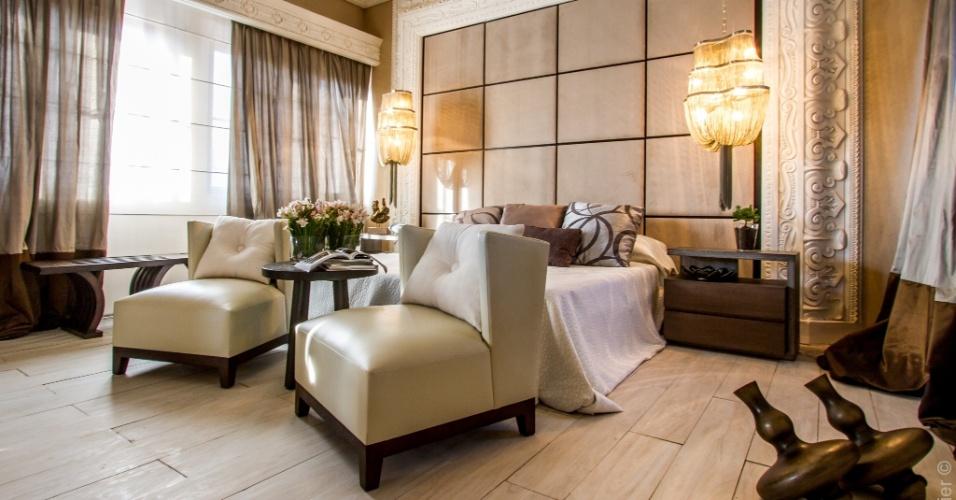 Criado por Maya Mac Lean, o ambiente Suite Matrimonial (quarto do casal) tem decoração clássica. A Casa Cor Bolívia estreia em um antigo casarão, construído pelo italiano Mario Bonino nos anos 1950 em Santa Cruz de la Sierra. São 40 ambientes expostos de 23 de abril a 19 de maio de 2013