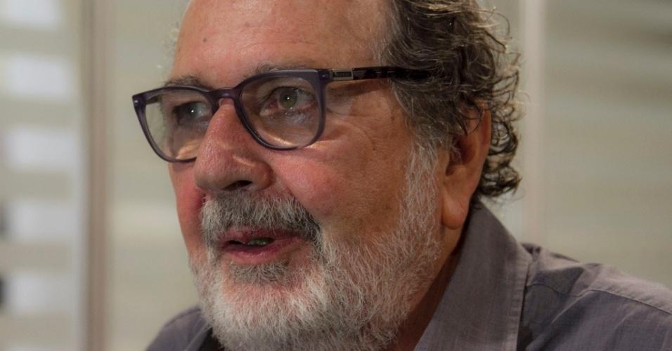 26.abr.2013 - O diretor Cacá Diegues chega na abertura do festival Cine PE, em Olinda, Pernambuco