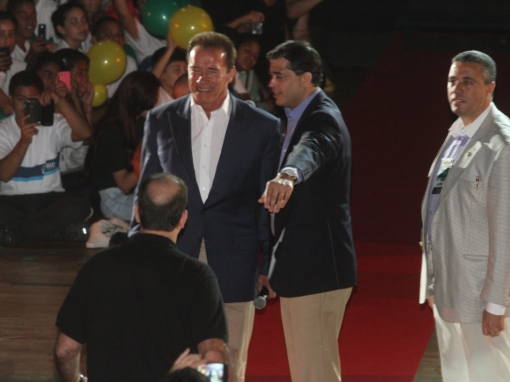 27.abr.2013 - Arnold Schwarzenegger participa de evento em ginsio de Campo Grande, bairro do Rio de Janeiro