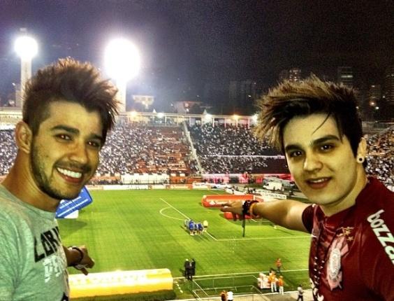27.abr.2013 - Gusttavo Lima e Luan Santana vão juntos a jogo do Corinthians