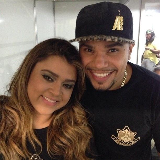 27.abr.2013 - Naldo publica foto com Preta Gil nos bastidores do show de reinauguração do Maracanã