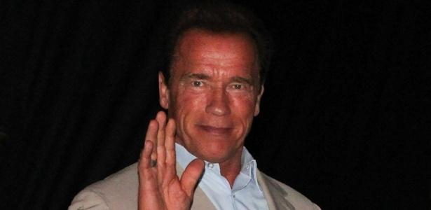 27.abr.2013 - O ator e ex-Governador da Califórnia Arnold Schwarzenegger chega à Cidade do Samba, no Rio, para mais eventos da Arnold Classic Brasil, feira de nutrição esportiva, lutas, performance e fitness