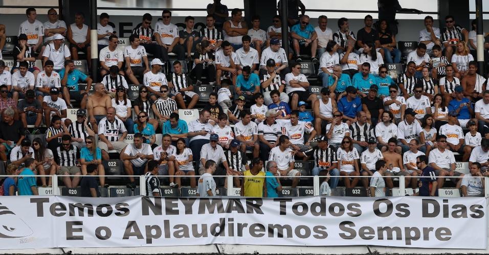 """Faixa estendida na Vila valoriza Neymar após vaias no MIneirão: """"Temos o Neymar todos os dias e o aplaudiremos sempre"""""""