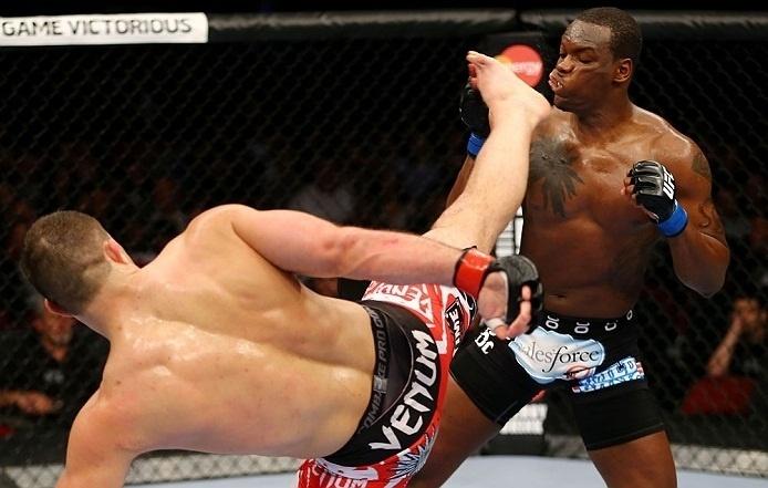 28.abr.2013 - Gian Villante chute rosto de Ovince Saint Preux  durante duelo no UFC 159