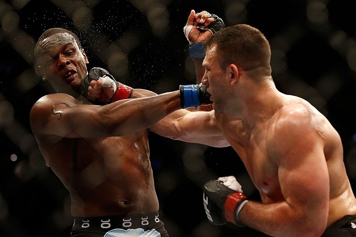 28.abr.2013 -  Gian Villante tenta golpe contra Ovince Saint Preux no UFC 159
