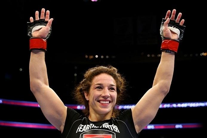 28.abr.2013 - Sara McMann comemora após derrotar Sheila Gaff no UFC 159