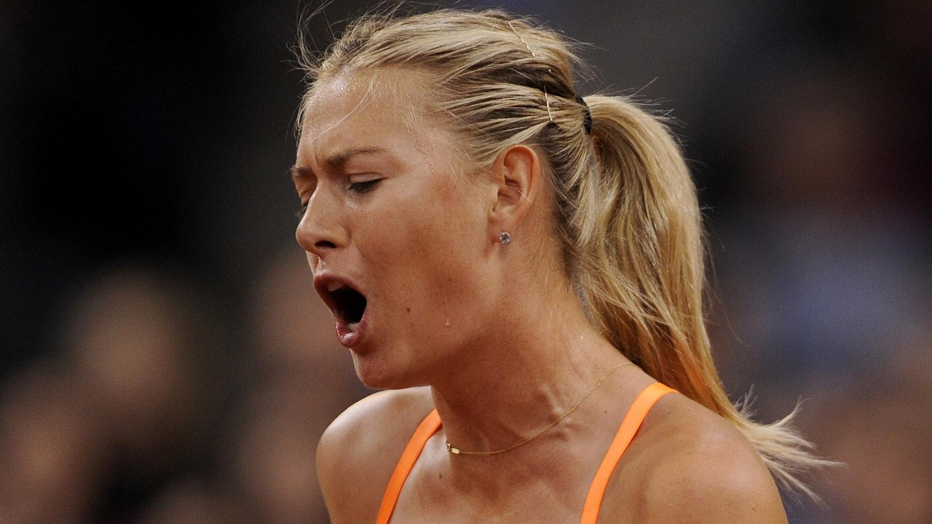 28.abr.2013 - Sharapova comemora ponto durante final contra a chinesa Li Na no Torneio de Stuttgart