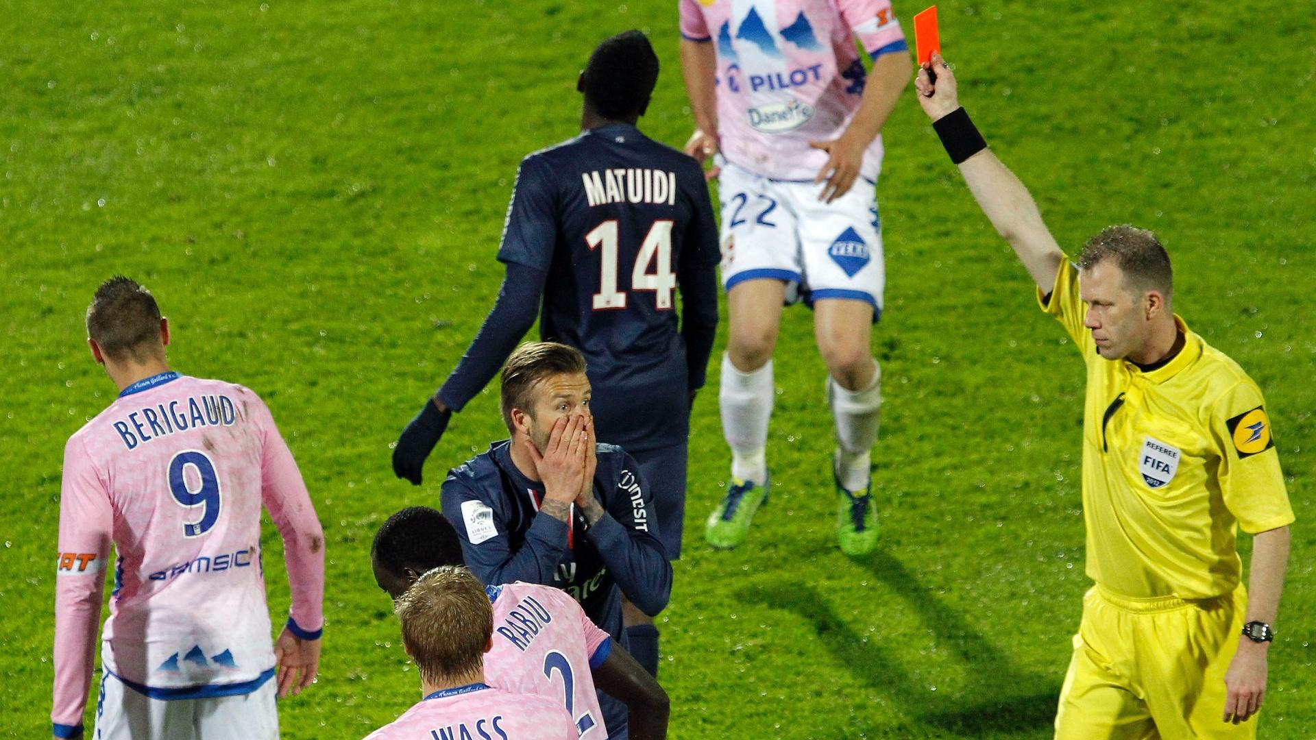 David Beckham é expulso na vitória do Paris Saint-Germain sobre o Evian, pelo Campeonato Francês