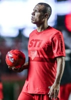 Futebol paulista: Camisa vermelha causa polêmica aprovada no SP