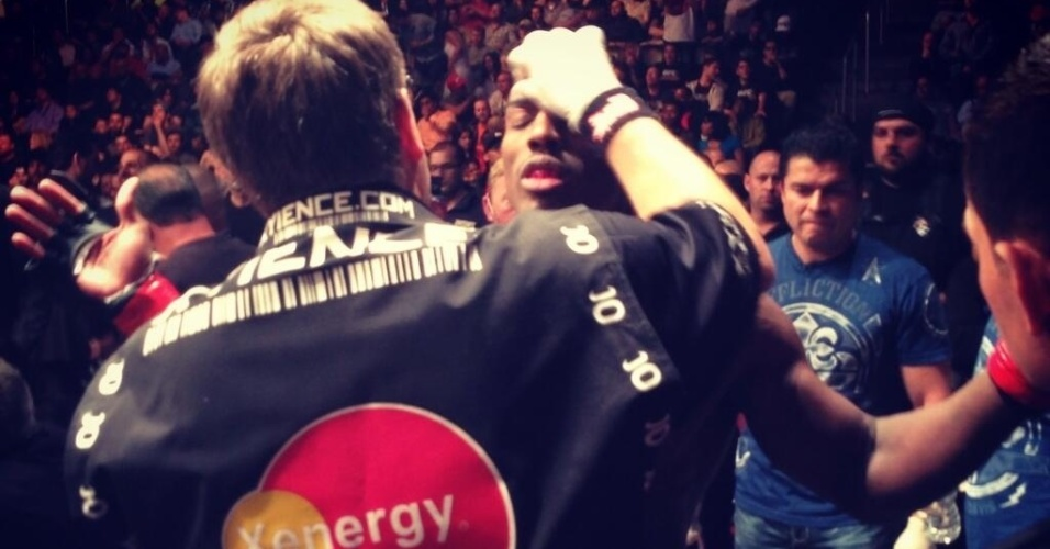Norte-americano Phil Davis dominou o brasileiro Vinny Magalhães e venceu por pontos no card principal do UFC 159