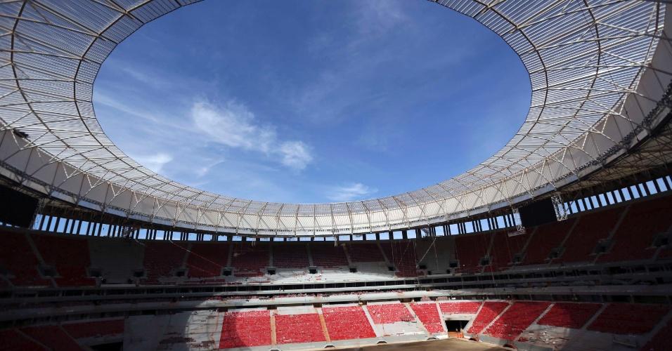 28.abr.2013 - Visão geral do estádio Mané Garrincha, em Brasília