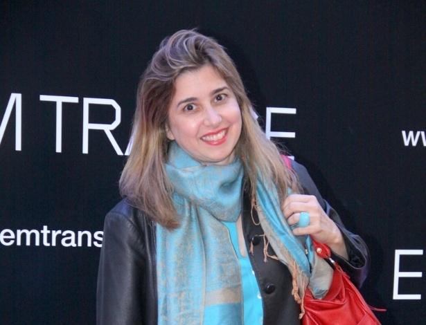 """29.abr.2013 -  A jornalista Milena Ceribelli  vai ao lançamento do filme """"Em Transe"""", no cine Leblon, no Rio"""