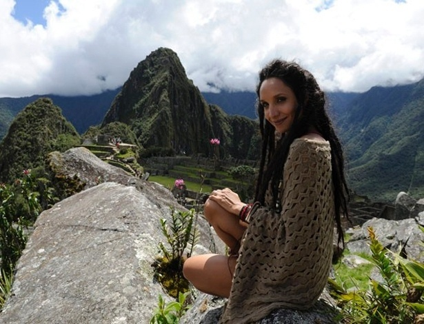 """29.abr.2013 - Maria Naya usa peruca de dreadlocks para personagem de """"Amor à Vida"""""""