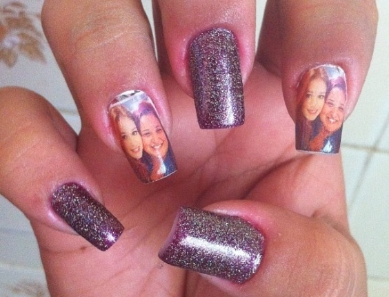 29.abr.2013 - Marina Ruy Barbosa posta imagem das unhas de uma fã, que foram pintadas com uma foto da atriz e sua seguidora