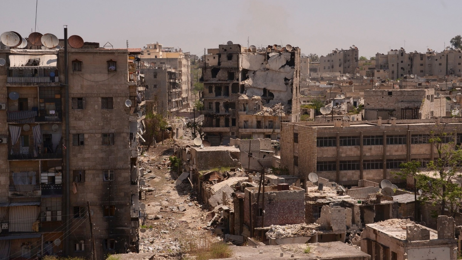 29.abr.2013 - Vista area mostra prdios destrudos em Aleppo, na Sria, nesta segunda-feira (29)