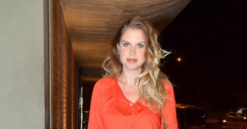 29.abr.2013: Carolinie Figueiredo chega para festa em churrascaria na zona sul do Rio